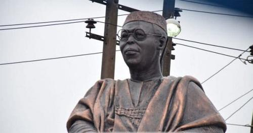 Photo News: Hoodlums steal Obafemi Awolowo's glasses from statue as looting continues in Lagos